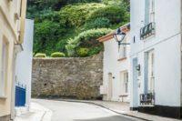 Kingsand pretty alleyway to beach | Blue Monkey Cornwall