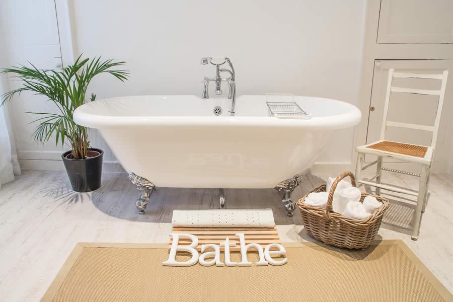 Beautiful free standing bath | Blue Monkey Cornwall