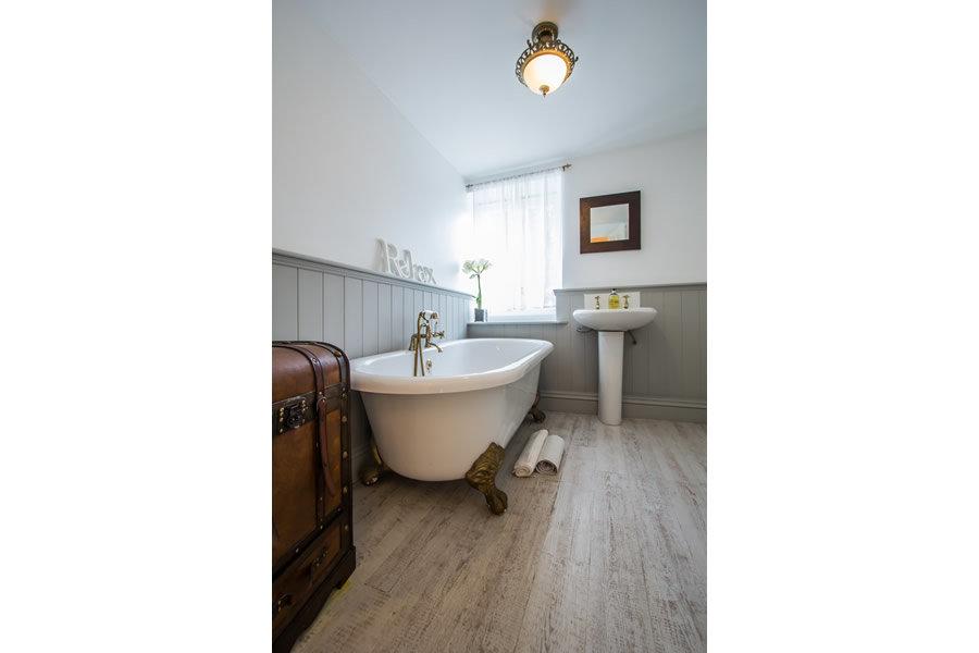 Free standing bath | Blue Monkey Cornwall
